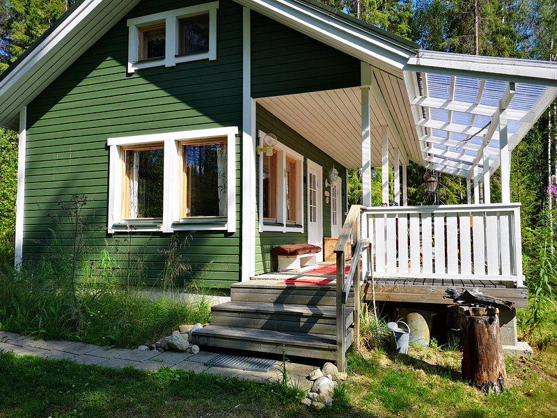 Cottage met ruime veranda met uitzicht op het meer
