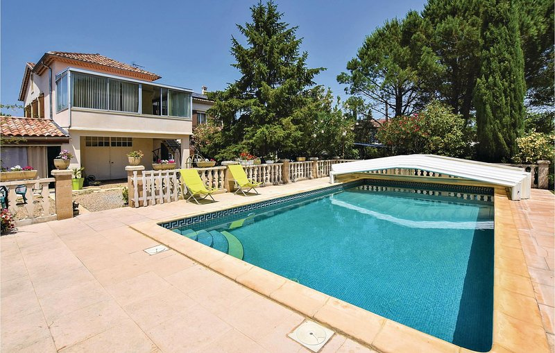 Awesome home in Caumont sur Durance with Outdoor swimming pool, WiFi and Outdoor, holiday rental in Caumont-sur-Durance
