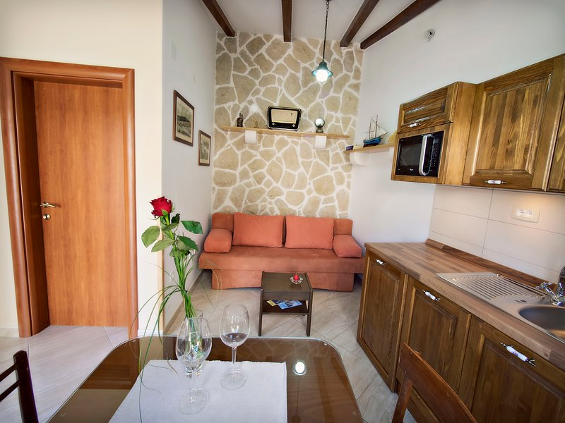 Studio apartment'Gusterna', holiday rental in Zlarin Island