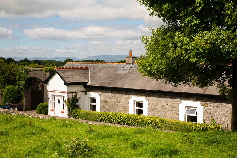 Discount 6 Month Staycation in a 17th Century Granary!, vacation rental in County Mayo