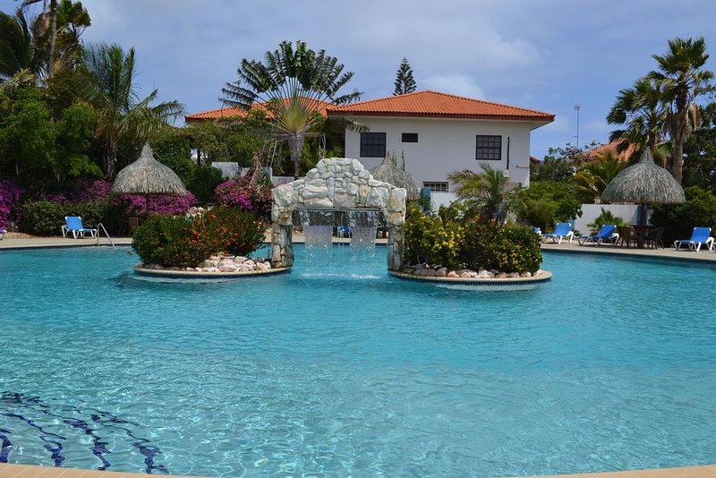 A home away from home in the Caribbean, located near beaches with large pool., holiday rental in Willemstad