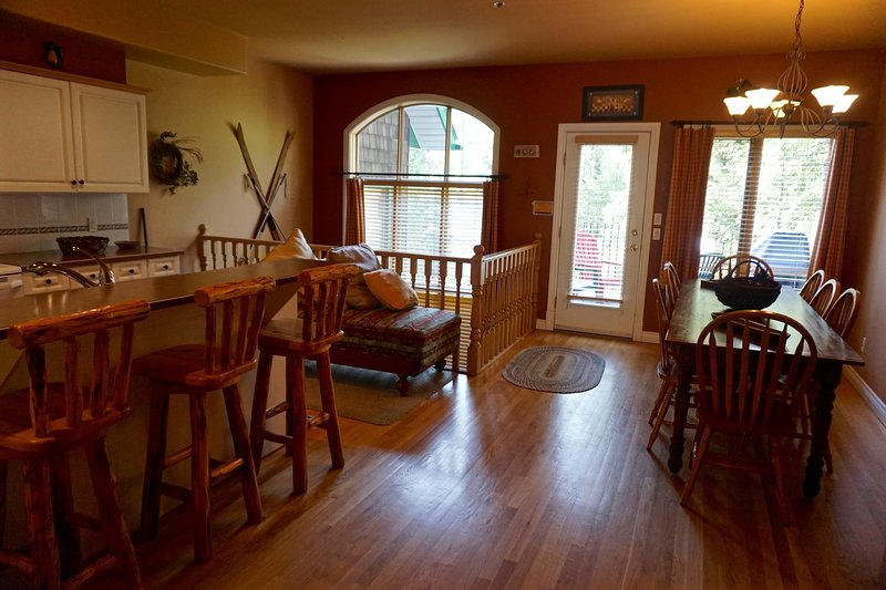 Welcome to Cedar Ridge Estates   Plenty of space for your whole group
