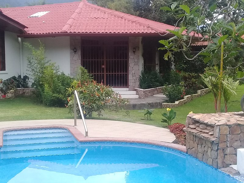 Paradise in El Valle - Premier location... walking distance to center of town., Ferienwohnung in El Valle de Anton