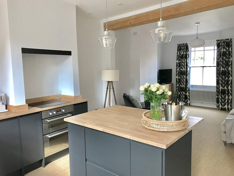 Number 24 Lavenham - boutique holiday home with garden and parking, location de vacances à Buxhall
