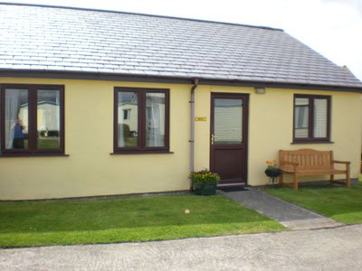 Caernarfon Bay Holiday Bungalow, holiday rental in Dinas Dinlle