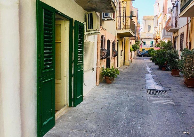 Casa vacanze  in centro e a due passi dal mare !!, location de vacances à Milazzo