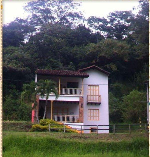Casa Las Mañanitas entouré par la nature et les sons sauvages. Cauca Viejo, Jericho. Sud Ouest Ant.