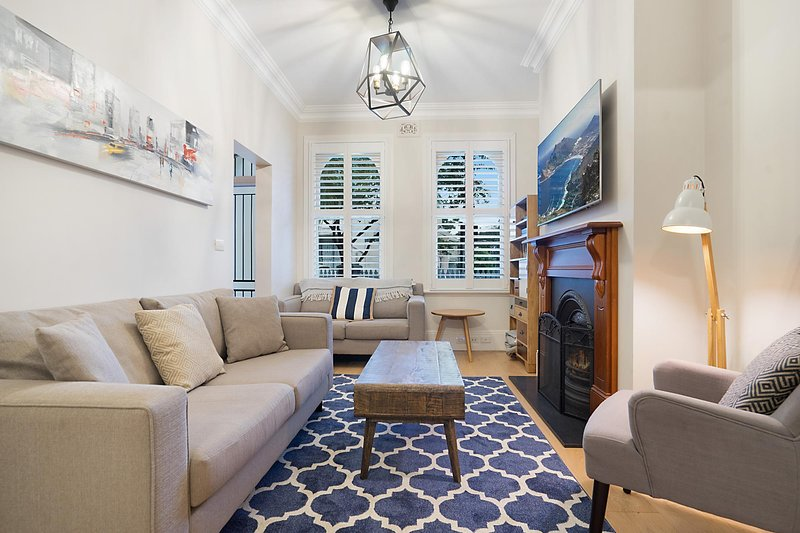 Elegant renovated terrace close to city, vacation rental in Marrickville