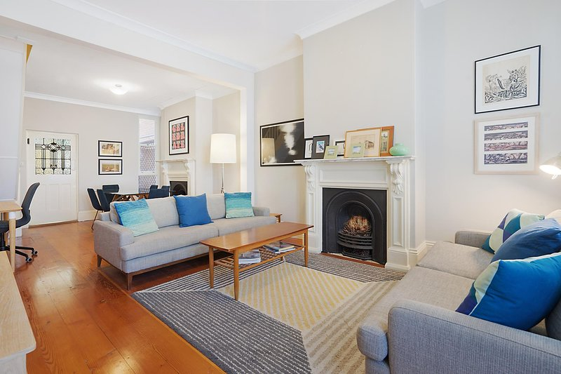 Spacious Victorian with harbour view terrace, vacation rental in Balmain