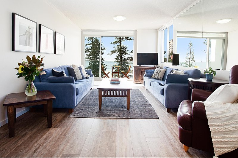 Sun drenched ocean view apartment, vacation rental in Manly