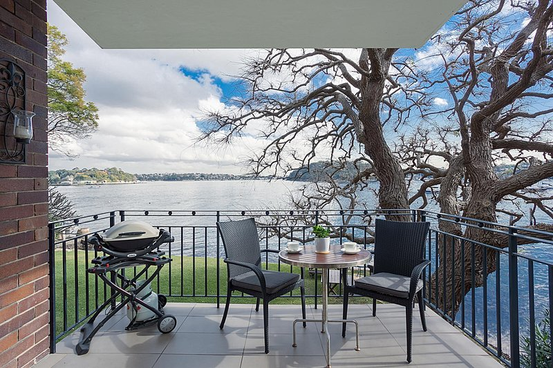 Serene and stylish harbourside apartment, casa vacanza a Birchgrove