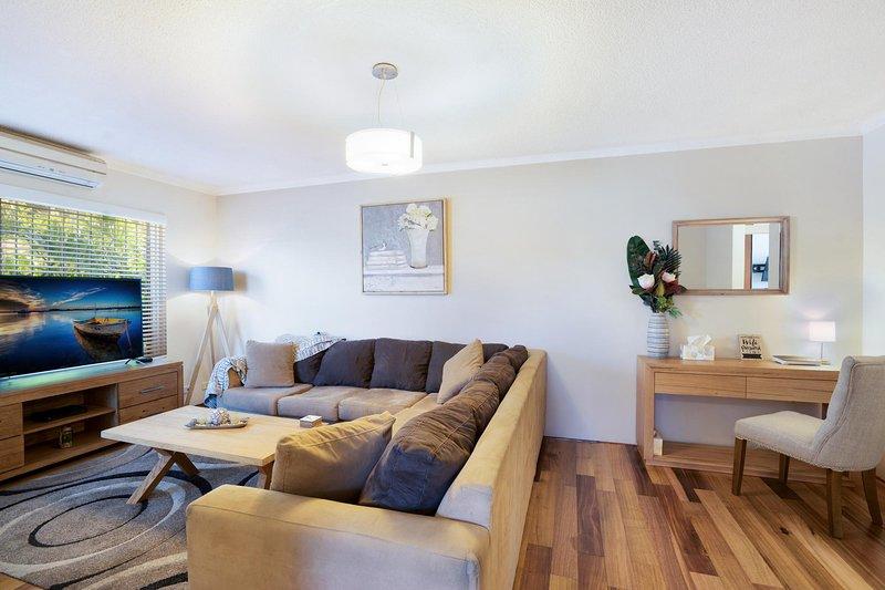 Spacious renovated apartment in quiet area, location de vacances à Strathfield
