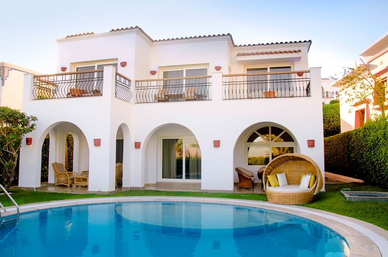 An Amazing 2 bedrrom villa overlloking the Red Sea wirh its private pool, holiday rental in Nabq Bay
