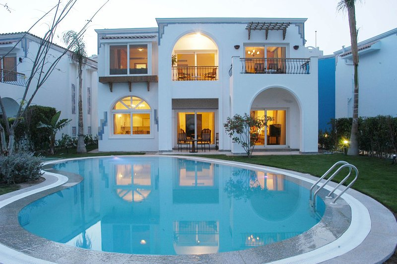 A wonderful 3 bedroom villa overlooking the sea offering a 5 experience, holiday rental in Nabq Bay