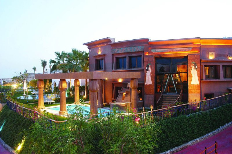 A amazing 5 bedroom villa right on the Red Sea offering a great experience, holiday rental in Nabq Bay