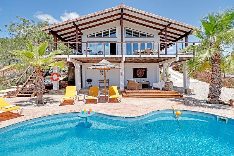 Casa Montana 3 bedroom villa, casa vacanza a Espargal