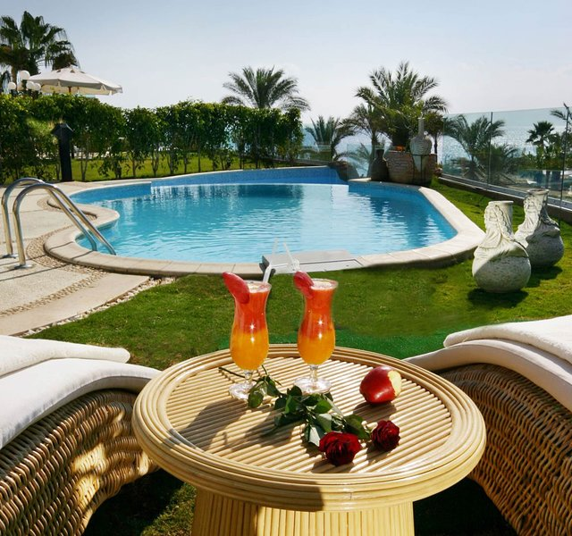 A 4 bedroom contemporary villa is furnished with luxe imported Italian furniture, holiday rental in Nabq Bay