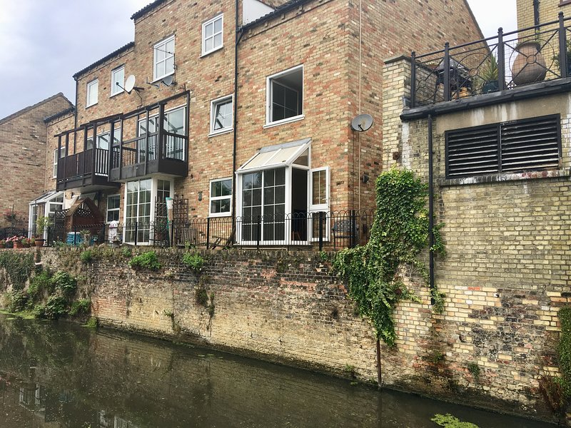 River Courtyard Apartment - River Terrace - St Neots, holiday rental in Renhold
