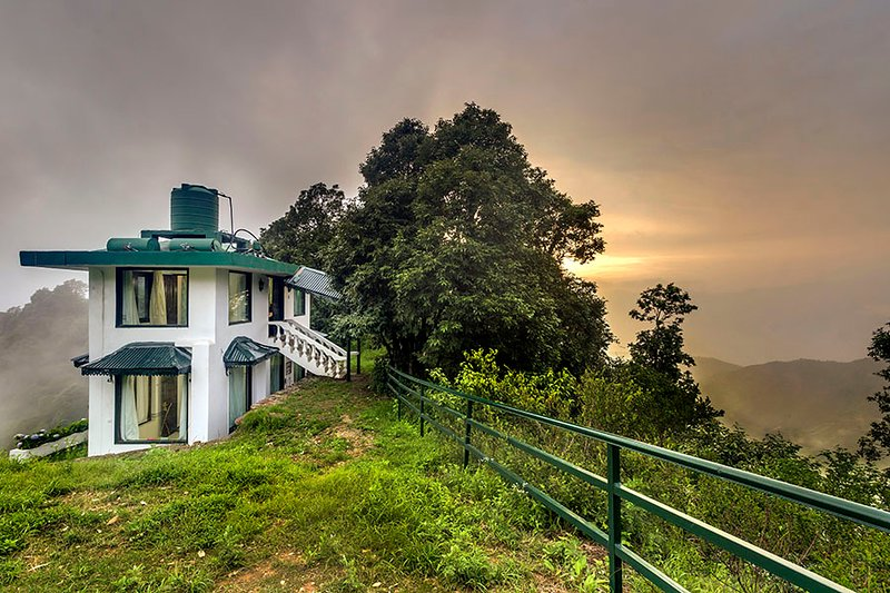 Cottage 2 at Deodar Estate by Vista Rooms, holiday rental in Mussoorie