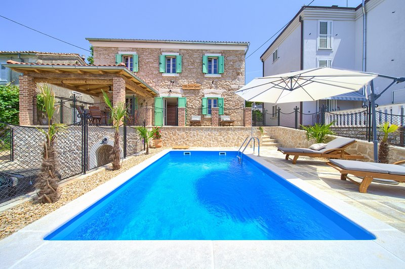 Villa Stone Queen with heated swimming pool and Seaview, vacation rental in Malinska