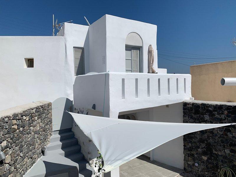 Timedrops Santorini Kallisti Terrace Suite, holiday rental in Emporio