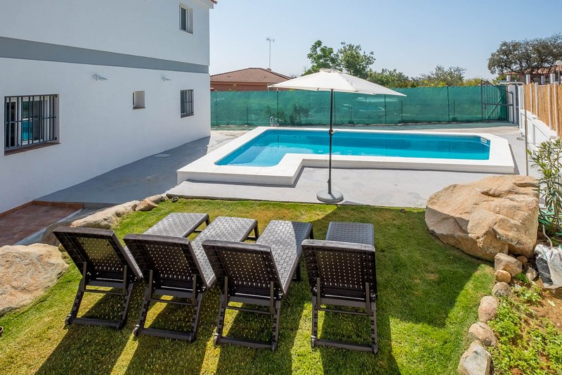 Large house with saltwater pool in the Sierra Norte de Sevilla.