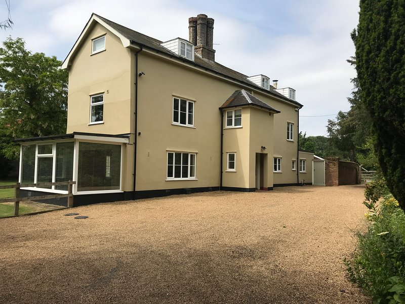 Dove Farmhouse, Brome, Eye, Suffolk - Fantastic for families and friends, holiday rental in Occold