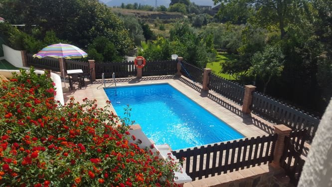 Beautiful villa with swimming-pool, holiday rental in Carataunas