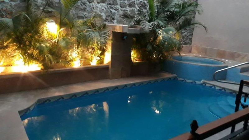 Mi Casa Azul (House with pool and fantastic ocean view), vacation rental in San Antonio del Mar