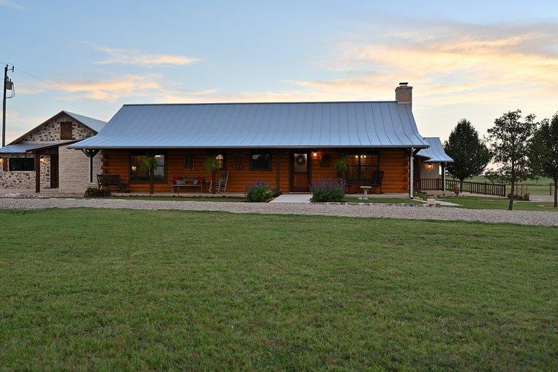 Gateway Gathering- Cabin, vacation rental in Fredericksburg