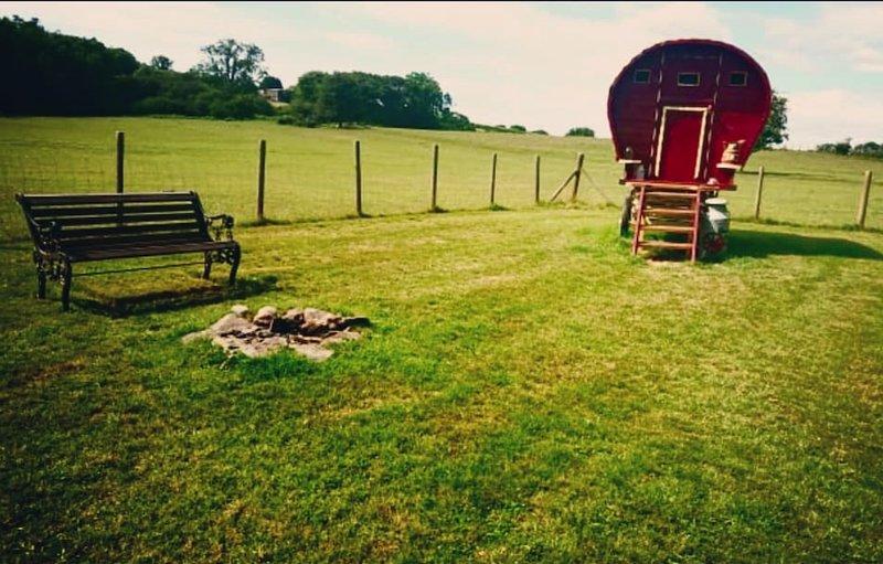 Gypsy Bowtop Caravan, casa vacanza a Tregaron