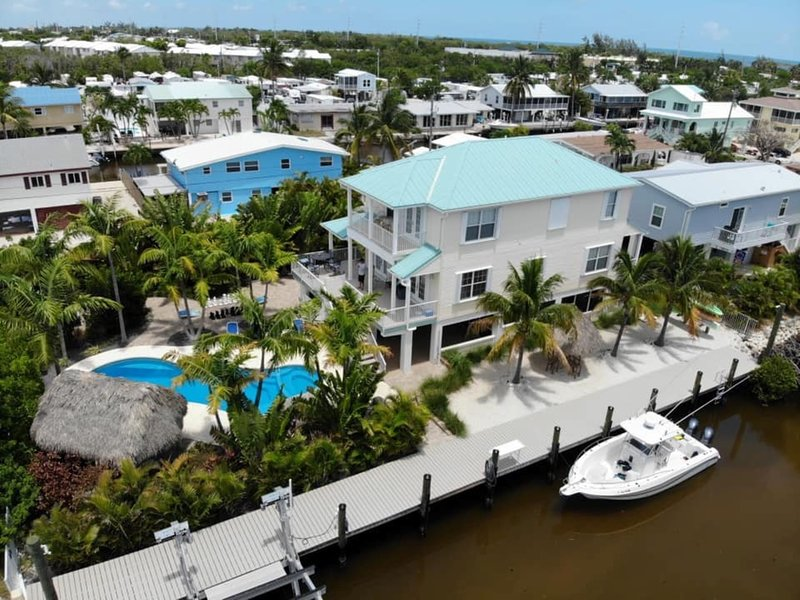 Dolphin Oasis 4bdr/4bth  Pool/hot tub 115' dockage, holiday rental in Marathon
