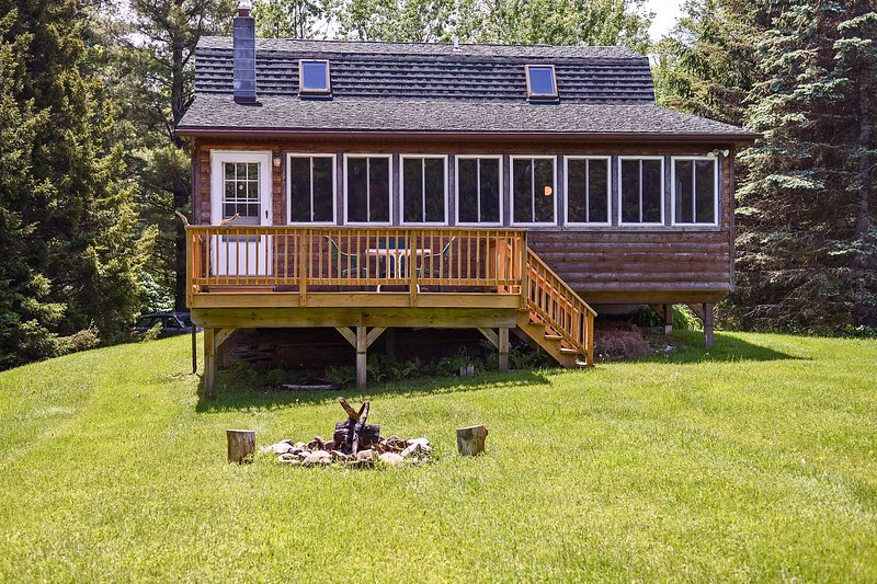 Livingston Manor Cabin w/Private Lake Access, alquiler de vacaciones en Ferndale