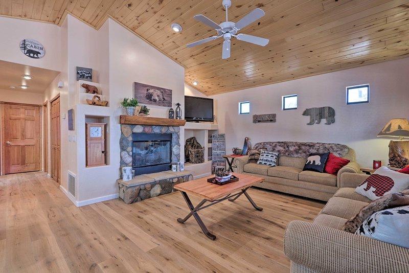 Overgaard Cabin at Bison Ranch w/Grill & Deck, vacation rental in Overgaard
