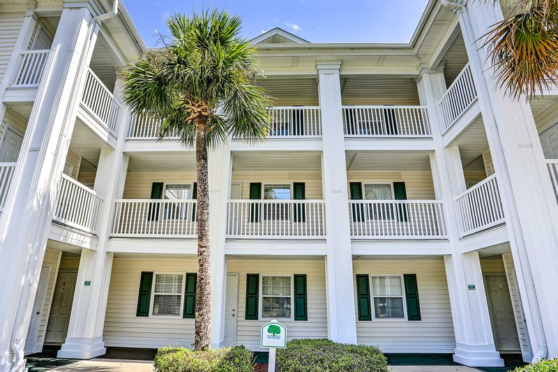 The Red Oaks condo community sits minutes from 5-star attractions.