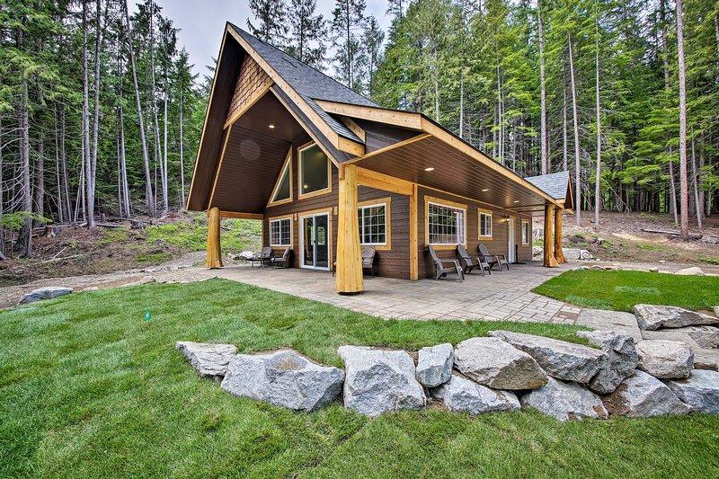 Spacious Cabin By Priest Lake & Elkins Resort, alquiler de vacaciones en Luby Bay