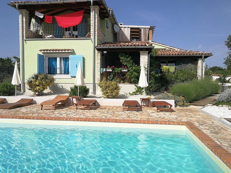 Four bedroom house Režanci, Central Istria - Središnja Istra (K-17632), location de vacances à Stokovci