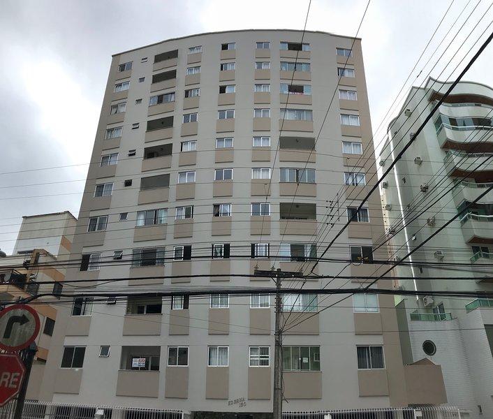 Otimo apartamento na area central de Balneario Camboriu, alquiler de vacaciones en Balneario Camboriu