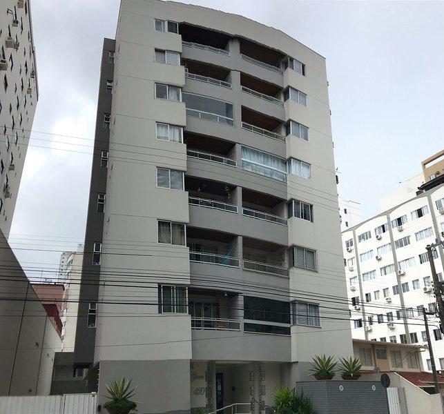 Excelente apartamento na area central Balneario Camboriu, alquiler de vacaciones en Balneario Camboriu