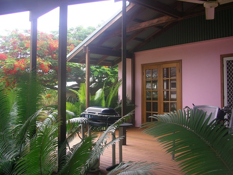Hibiscus House, holiday rental in The Settlement