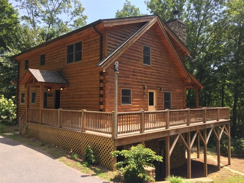 The Scratching Post - Upscale Cabin with Hot Tub, Fire Pit, Internet, and Dry Sa, holiday rental in Nantahala Township