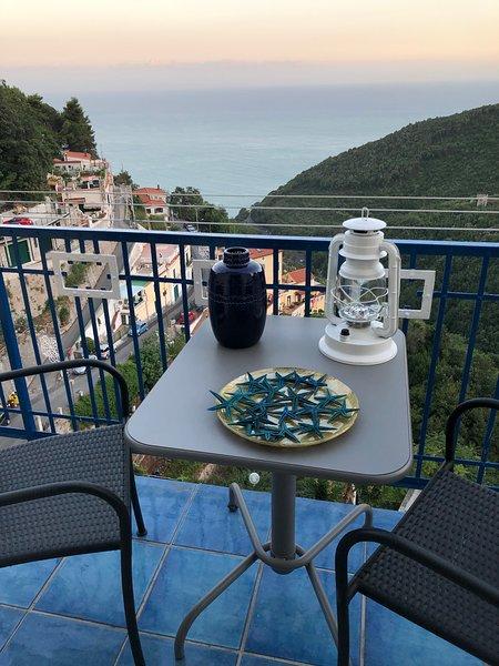 La Casa Azzurra in Costiera Amalfitana ad Albori di Vietri sul Mare, holiday rental in Vietri sul Mare