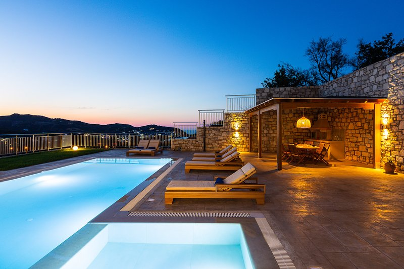 Evening lighting enriched by memorable views.