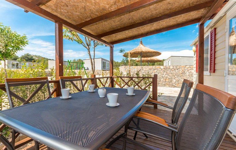 Drage Apartment Sleeps 5 with Pool and Air Con - 5810366, holiday rental in Drage