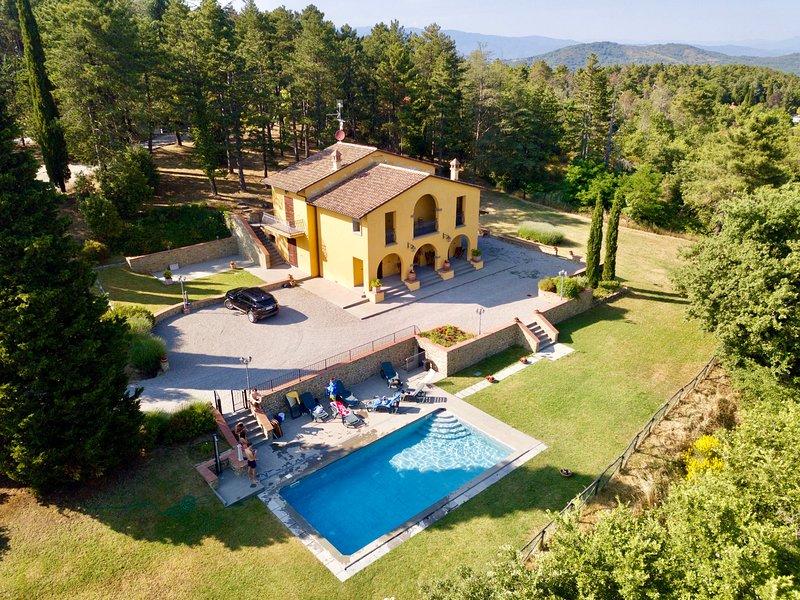 Villa Rondinocco , splendida dimora immersa nella natura., holiday rental in Civitella in Val di Chiana