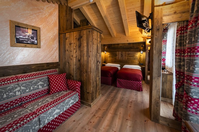 Chalet Matterhorn Francois:Catered chalet with private spa, jacuzzi and sauna, Ferienwohnung in Valtournenche