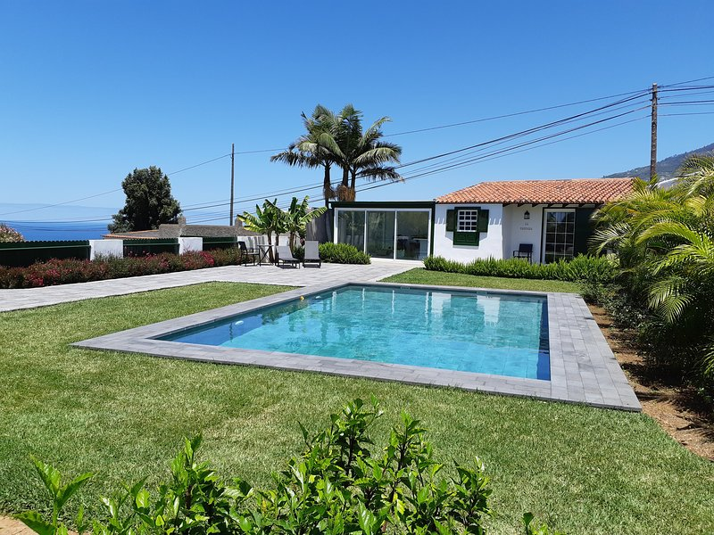 Luxury holiday cottage with private heated swimming pool, vacation rental in La Orotava