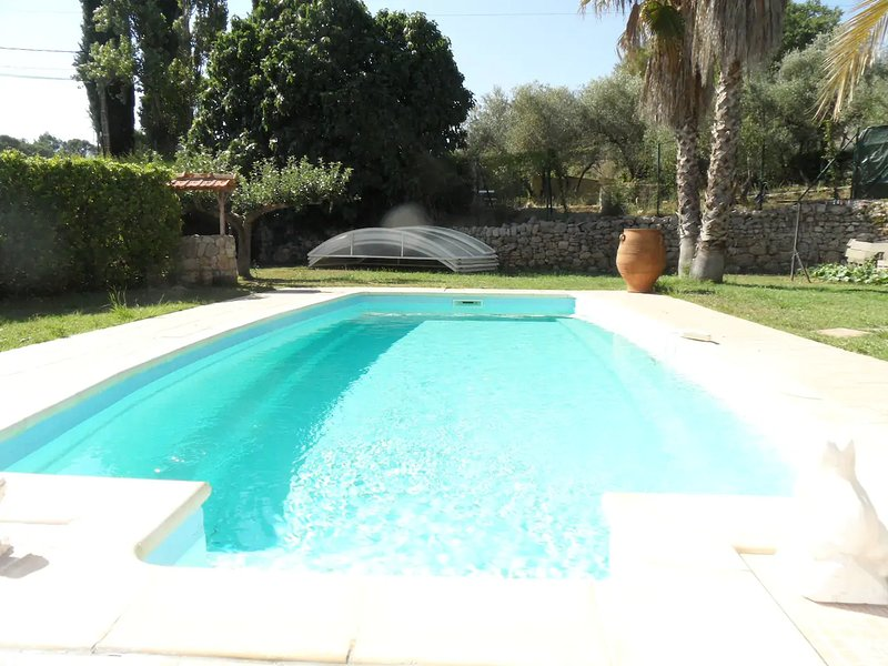 Big villa with swimming-pool & Wifi, aluguéis de temporada em Galargues