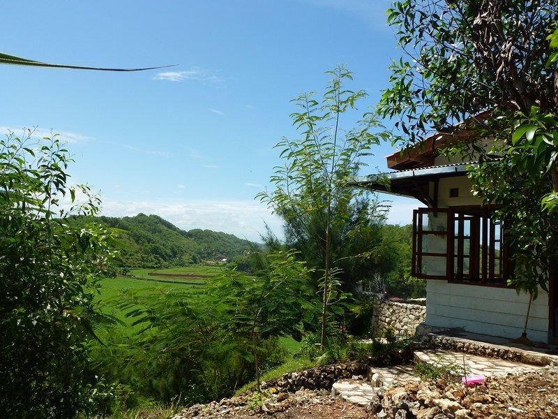 Fam Sugiono Cottage with picturesque landscapes, casa vacanza a Tanjungsari