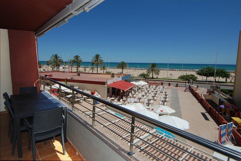 DON CHIMO 1a Línea Playa. Premium. 4/6 Pax WIFI. Gran Piscina, holiday rental in Grau i Platja